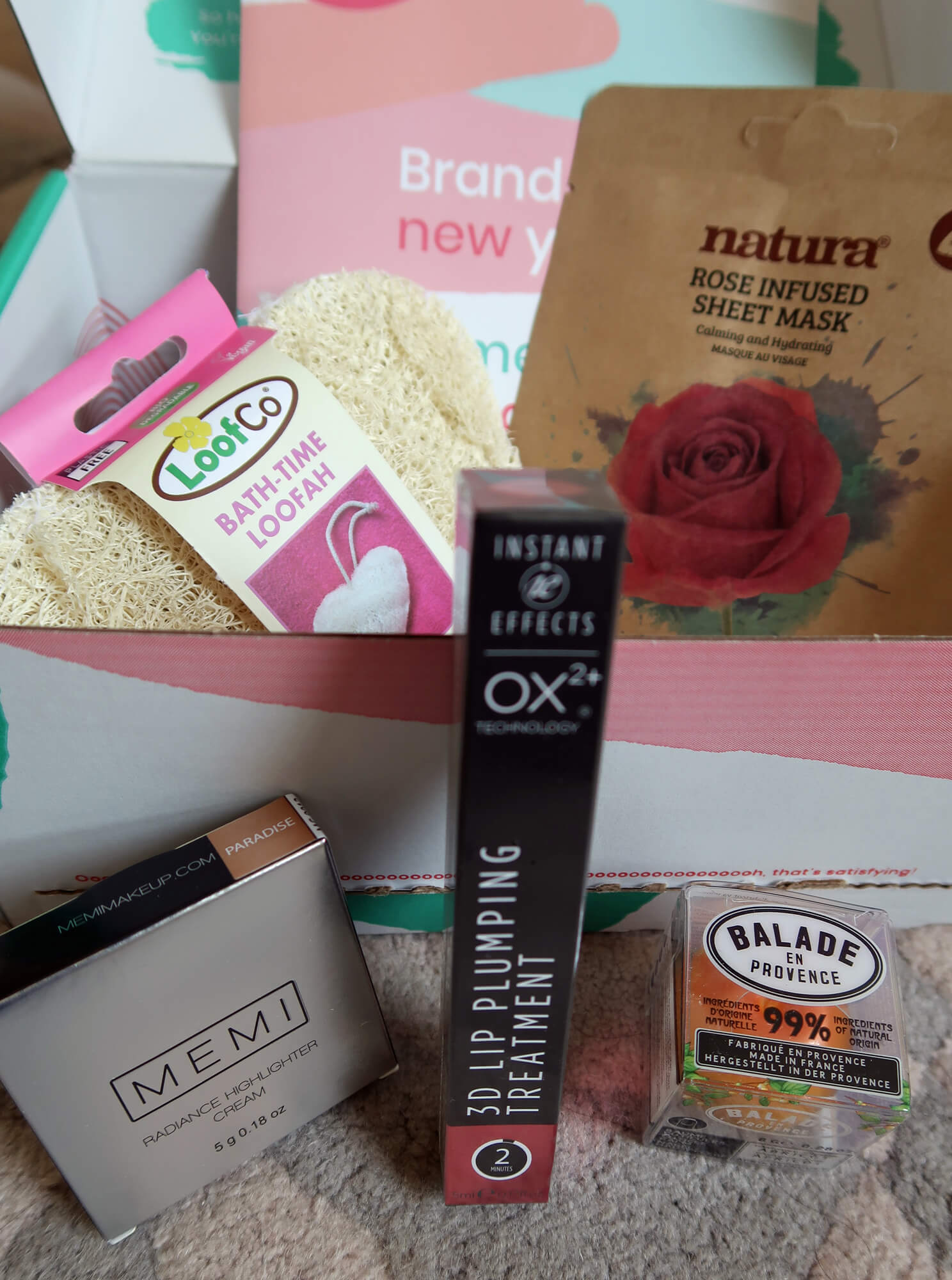A closer look inside the TheVeganKind beauty box.