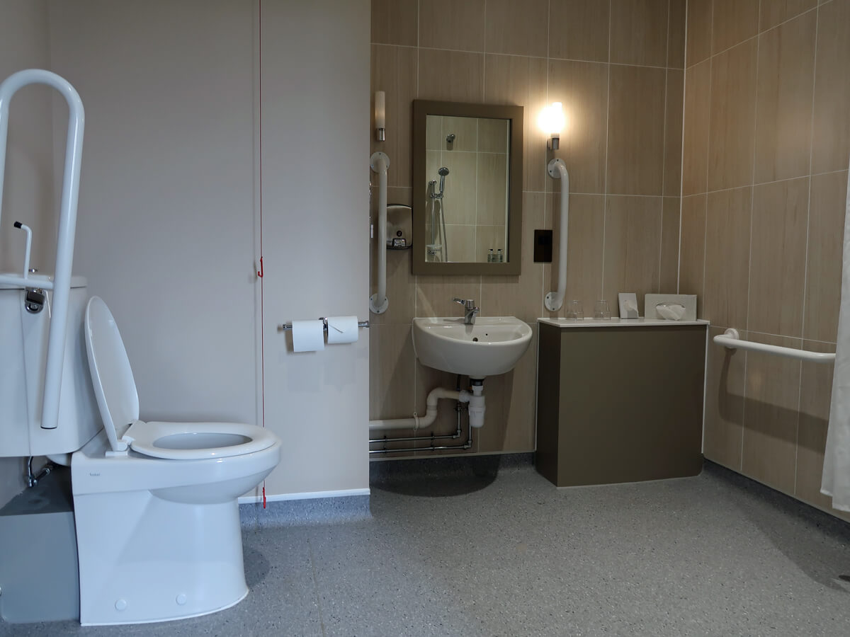 Accessible bathroom in our room at The Commissioners Quay Inn.