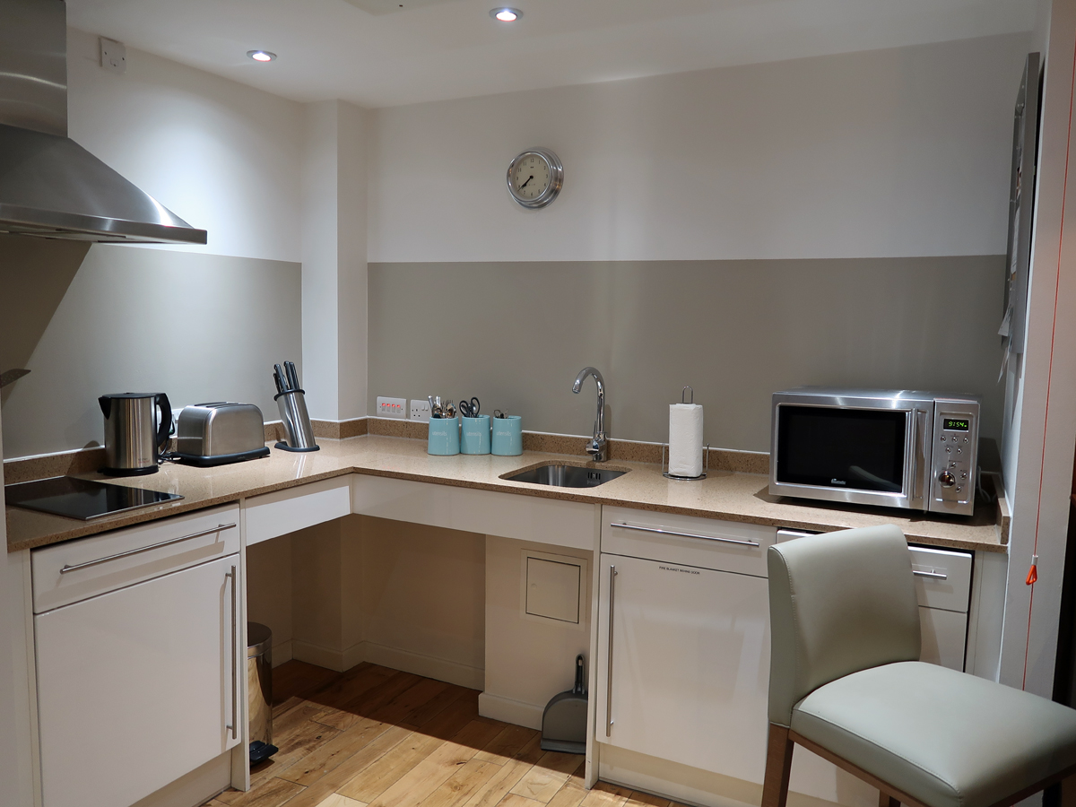 The fully equipped kitchen in the Syaybridge Suites room.