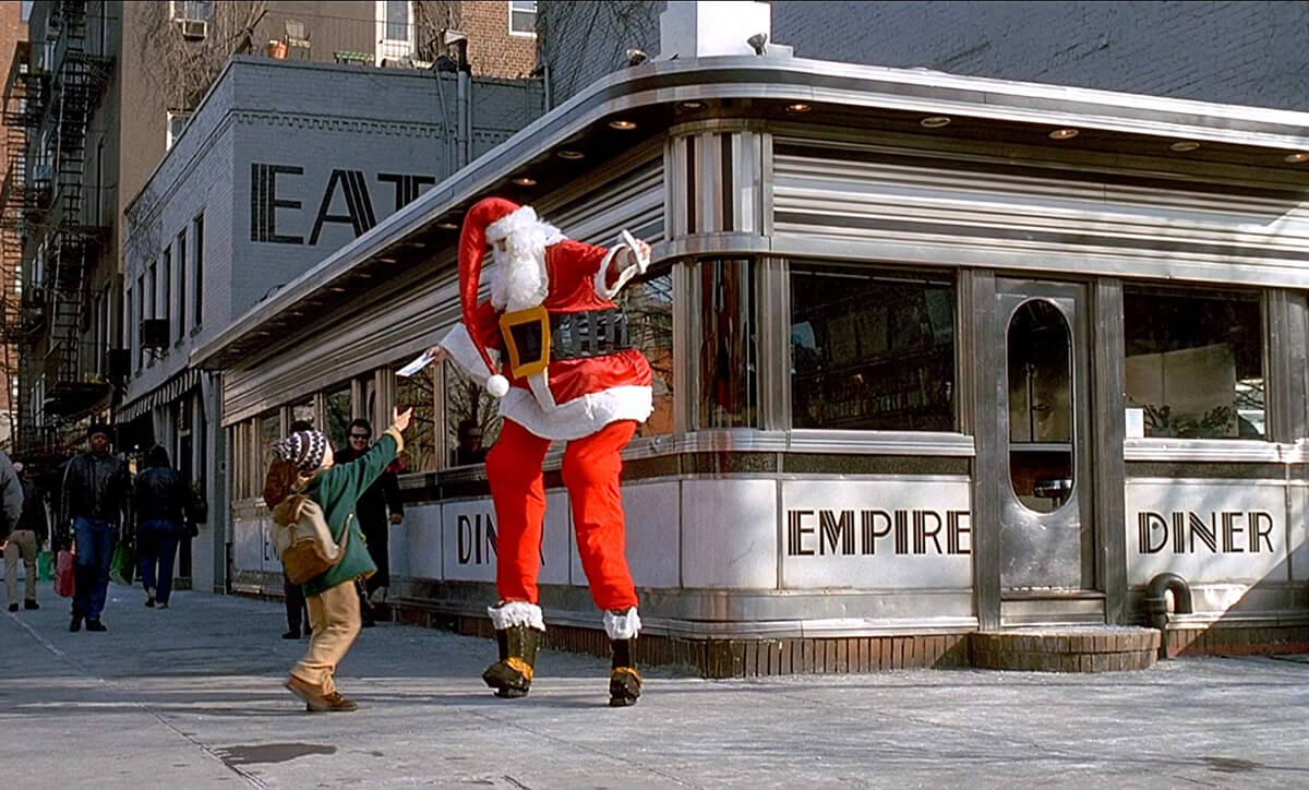 Kevin McCallister meeting Santa outside Empire Diner.
