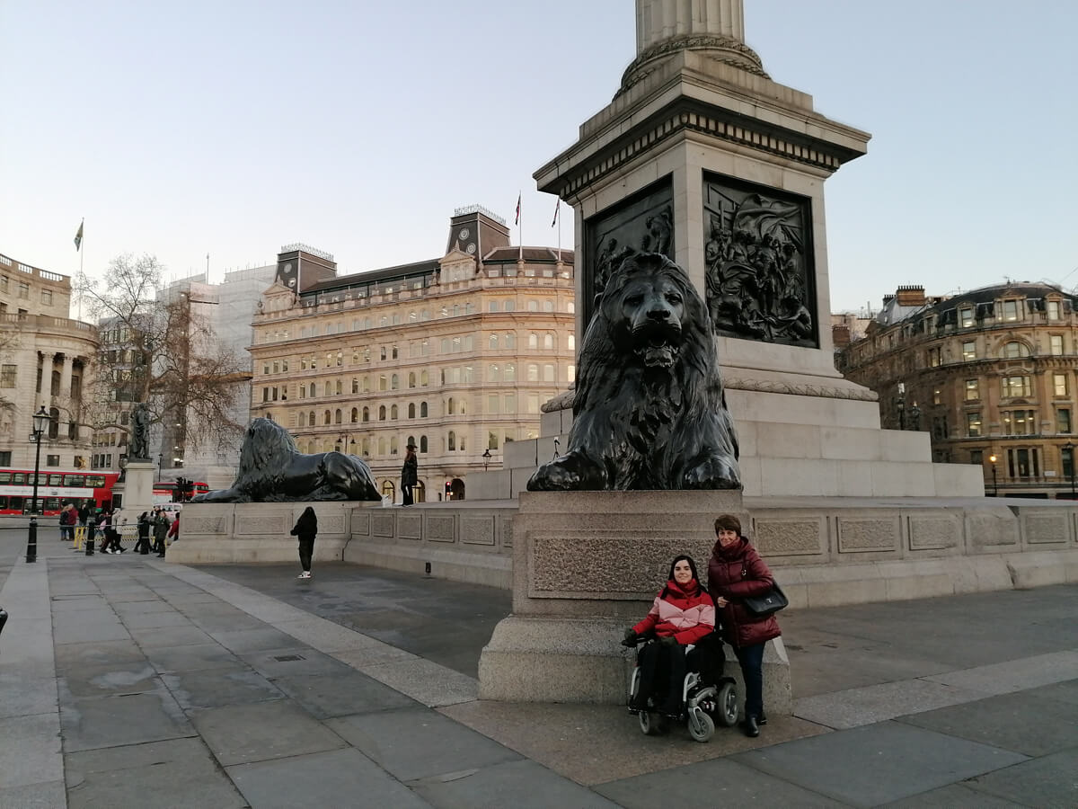 Emma and her mum posing with the Trafalgar Square lions