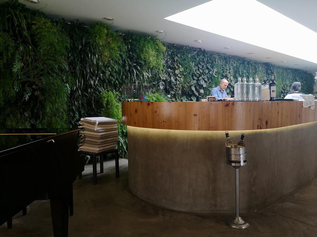The bar area in Espaço Espelho d'Água restaurant.