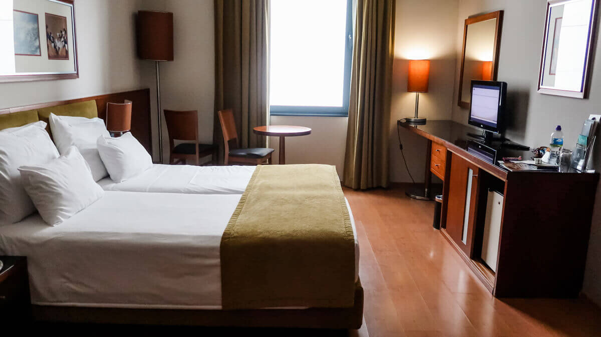 The twin beds in the accessible room at Vila Galé Ópera hotel.