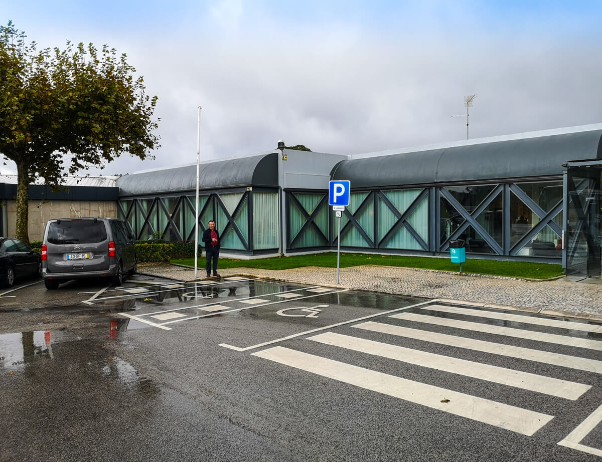 Disabled parking bays in the Dom Abade restaurant car park