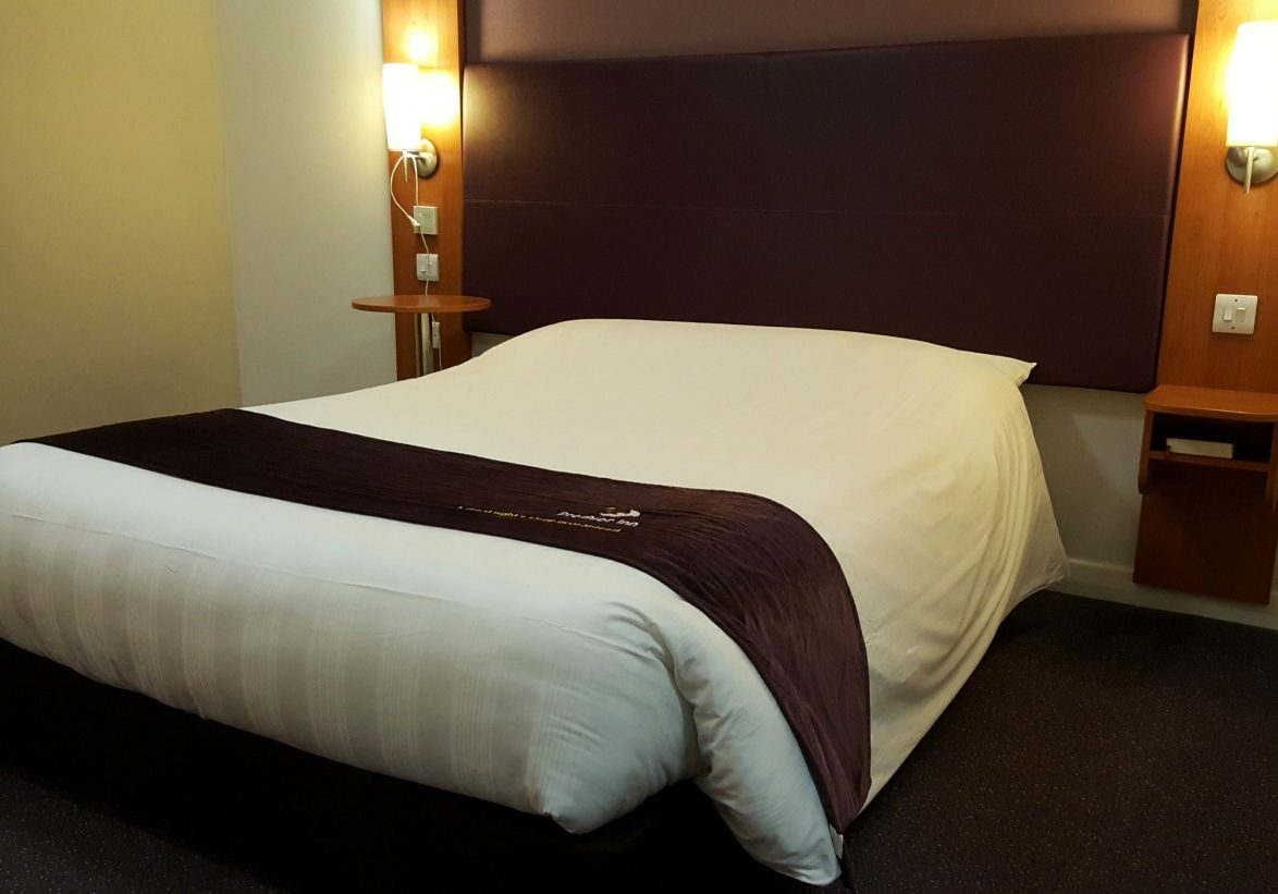 premier-inn-accessible-room-doublebed